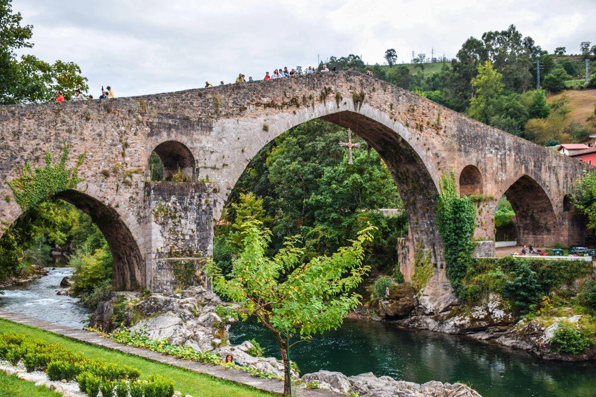 Pueblo medio, Cangas de Onís, Asturias
